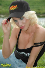 Heatheron | Hot in a Hat | Photos by Lew Vividere