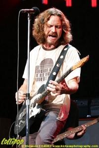 Pearl Jam - Marcus Amphitheater Milwaukee, WI June 2006 | Photos by Vivianne J. Odisho